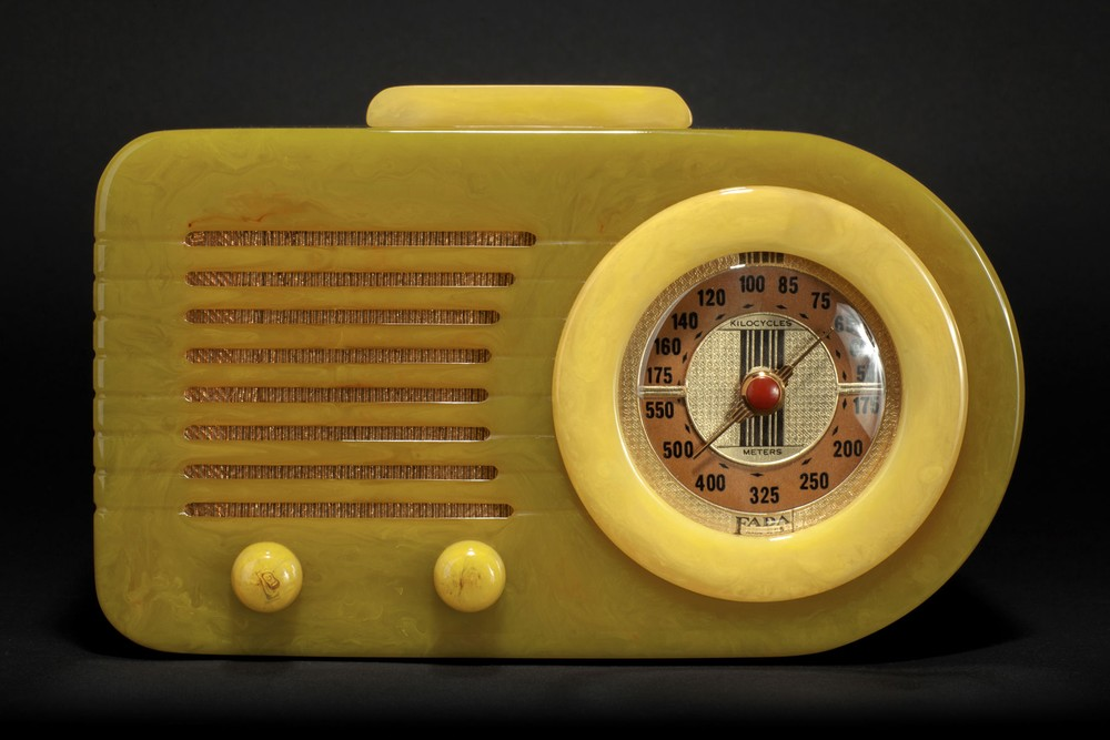 FADA 115 'Bullet' Catalin Radio in Onyx Green + Yellow - Rare Pre-War